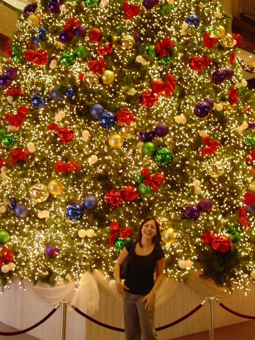 Singapore_cynthia_and_xmas_tree