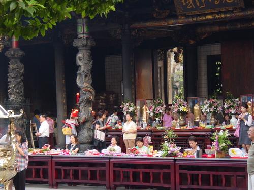 Taipei_longshan_temple_ix