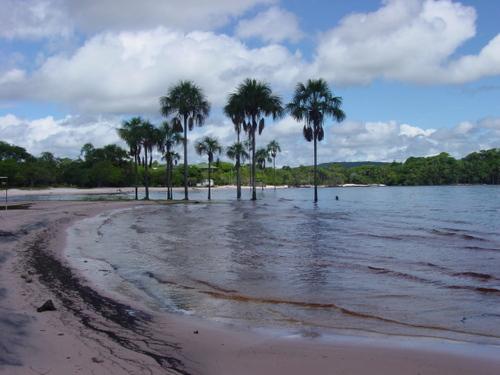 Canaima_lagoon