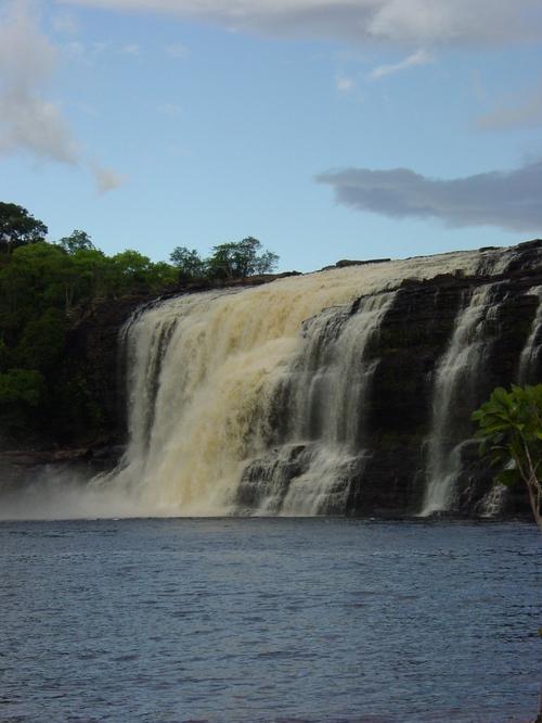 Canaima_sapa_falls