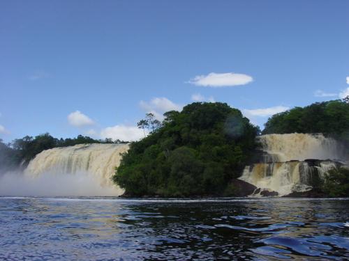 Canaima_two_falls