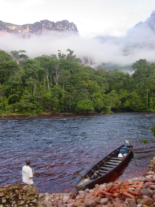 Caniama_trip_boat_in_fog