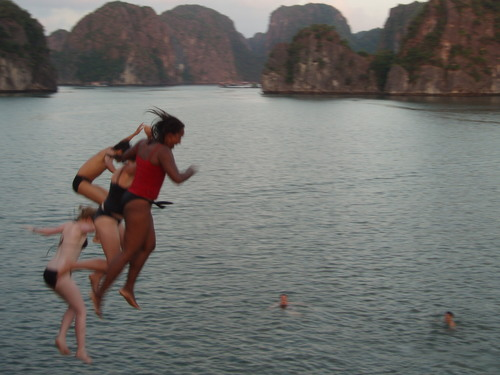 halong_bay_big_jump
