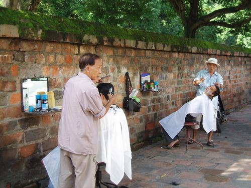 Hanoi_barber