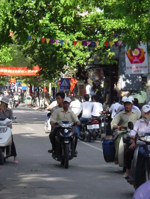 Hanoi_motorbikes