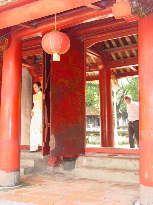 Hanoi_temple_of_literature_iii_guide