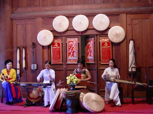 Hanoi_temple_of_literature_musicians_i