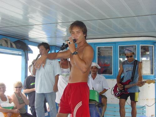 nha_trang_mdme_linh_boat_trip_band