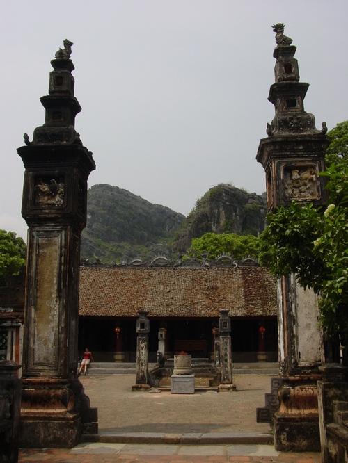 Nimh_binh_hoa_long_temple