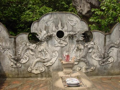 Nimh_binh_hoa_long_temple_dragons