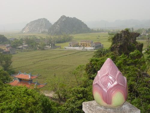 Nimh_binh_pagoda_view