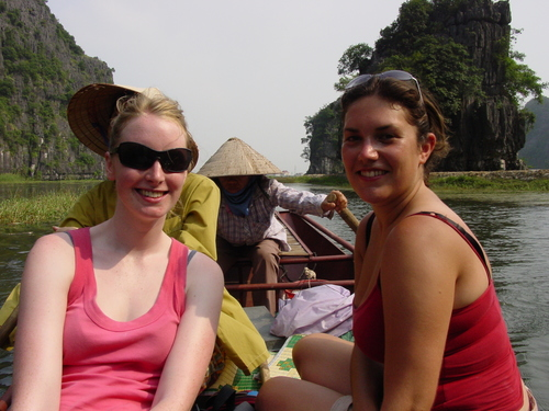 Tam_coc_boat_michelle_and_kate