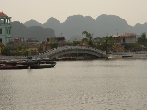 Tam_coc_bridge