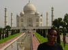 Agra_sanyu_at_the_taj_mahal