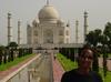 Agra_sanyu_at_the_taj_mahal